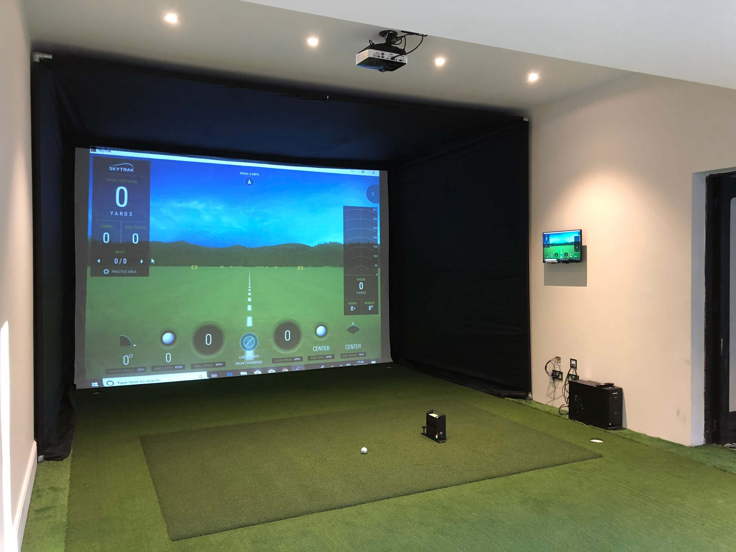 what is the best projector for a golf simulator